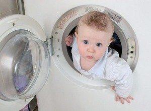 Дете в пералнята
