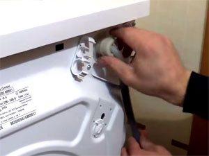 Подмяна на входящия маркуч на пералнята