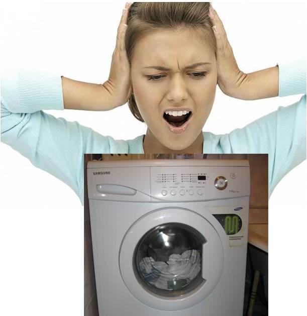 מדוע מכונת הכביסה מהמהמת כשמנקזים מים?