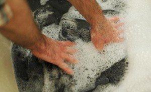 измиване на якето на ръка