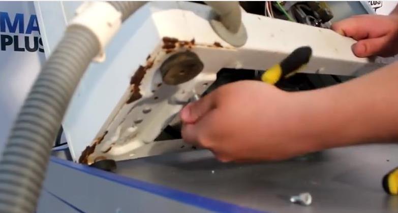 дренажна помпа в пералнята