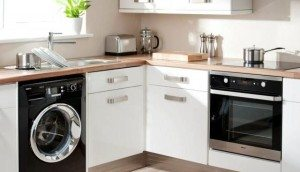 Bagaimana mengintegrasikan mesin basuh di dapur dan bilik mandi