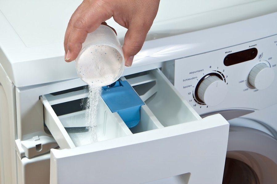 איפה למזוג אבקה במכונת הכביסה?