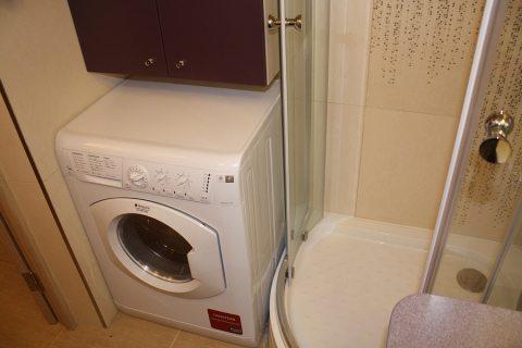 Как да поставите пералня в банята