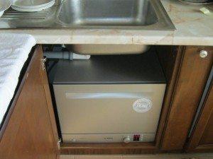 инсталиране на съдомиялна машина под мивката