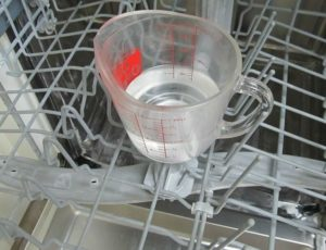 използване на сода в съдомиялната машина