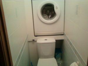 Характеристики на инсталирането на пералня в тоалетната