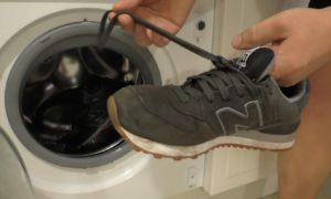 cipők mosása egy autóban