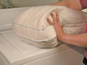 Bagaimana untuk membasuh selimut holofiber dalam mesin basuh