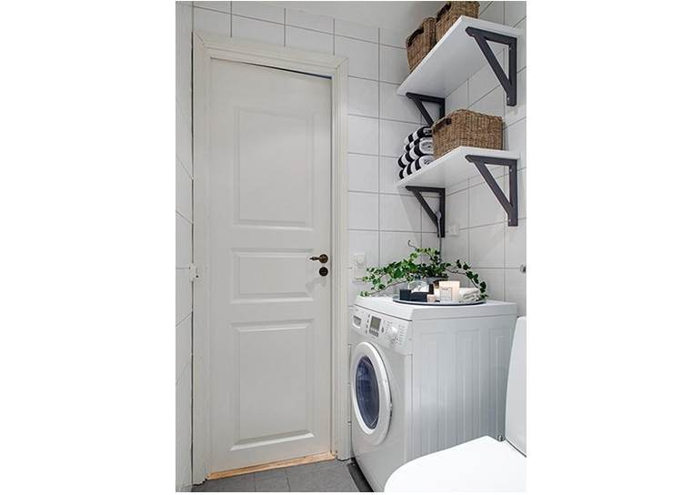 рафтове в банята над машината