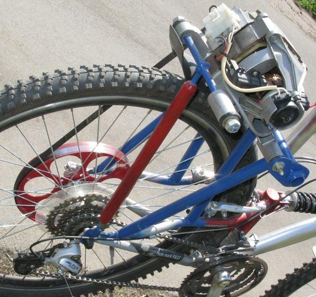 закрепете двигателя на велосипед