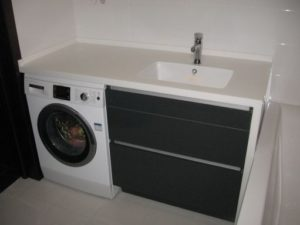 Skap for vaskemaskin på badet