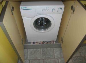 Bagaimana memilih almari untuk mesin basuh di dapur