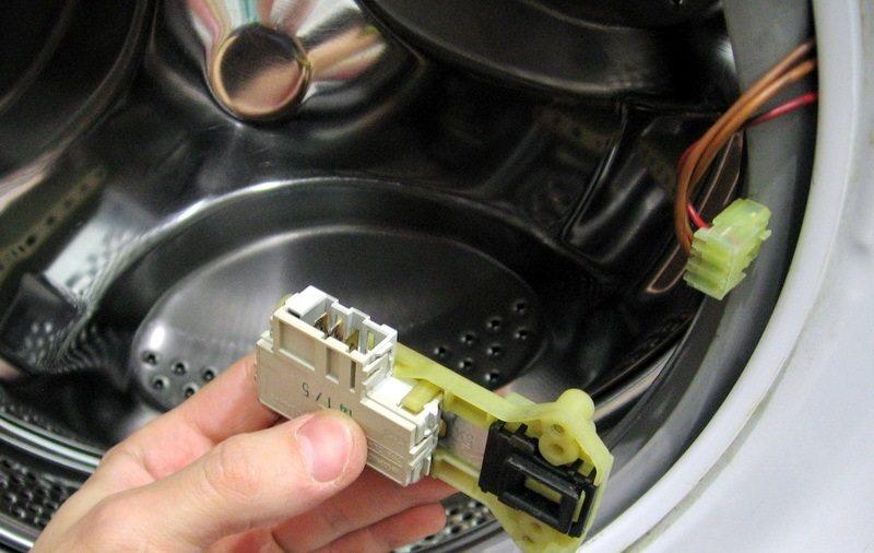 Как да проверите заключването на пералня