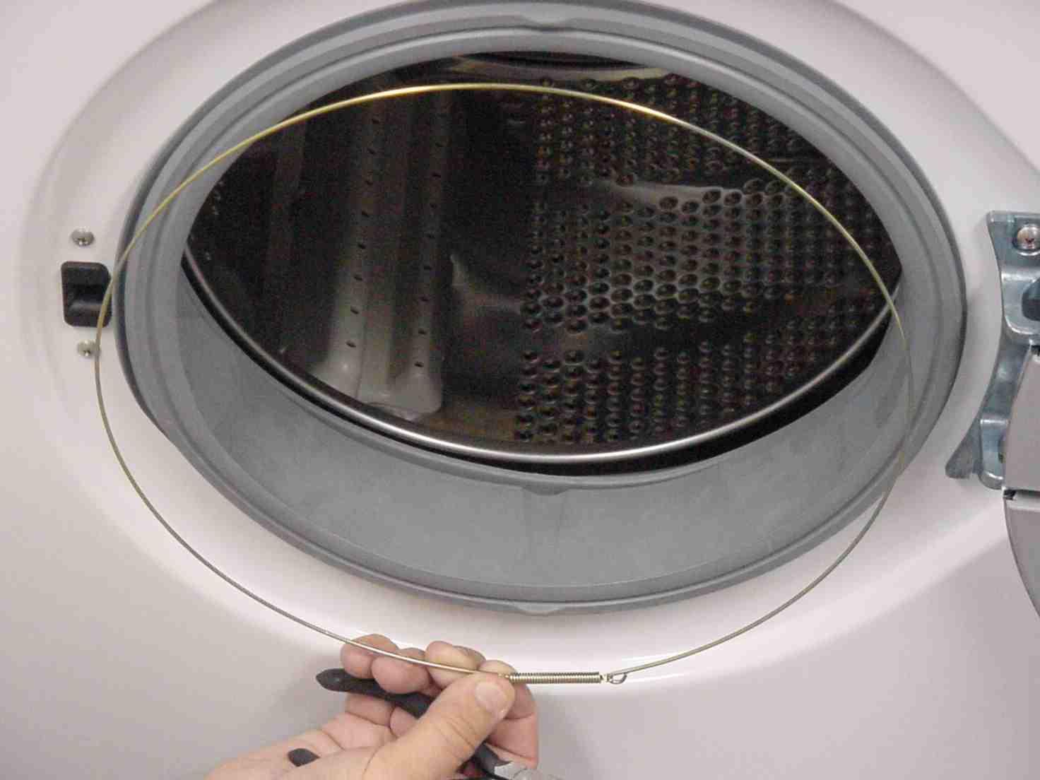 איך לשים מסטיק על התוף של מכונת כביסה