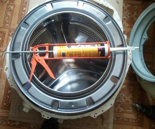 כיצד להדביק את מיכל מכונת הכביסה