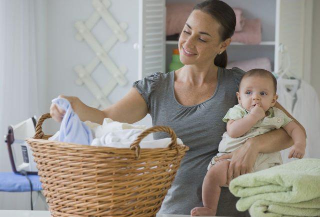 Как да перете дрехи за новородени
