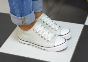 Apa yang perlu dilakukan jika kasut menjadi kuning selepas mencuci