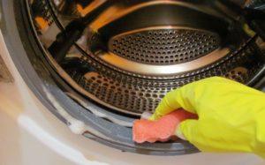 Как да почистите пералнята от миризма и мръсотия