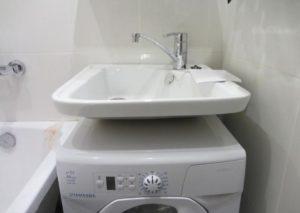 мивка над пишещата машина