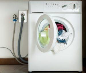 Как да свържете дренажния маркуч на пералнята към канализацията