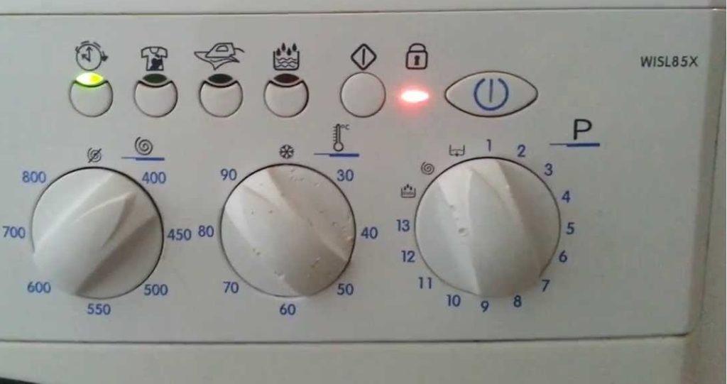 f08 на пералня Ariston без дисплей