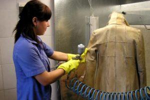 Bagaimana untuk mencuci kot kulit domba di mesin basuh