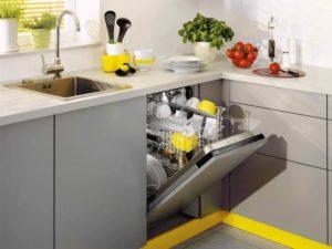 вградена миялна машина в малка кухня