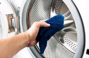 Wischen Sie die Maschine mit einem trockenen Tuch ab