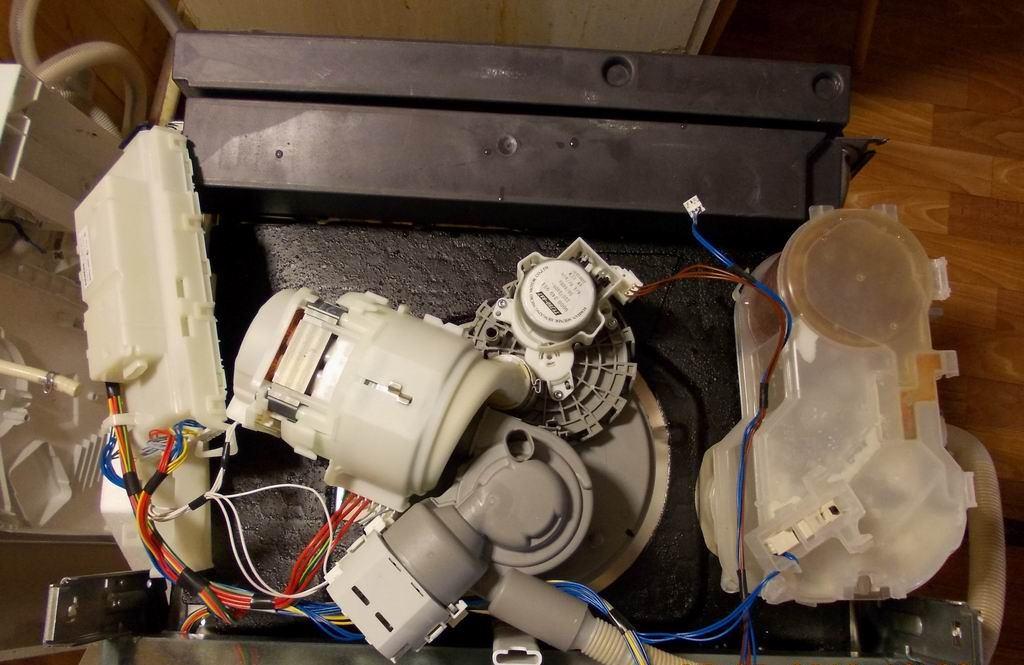 bunnen av oppvaskmaskinen