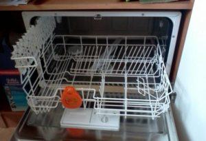mesin basuh pinggan mangkuk Zanussi