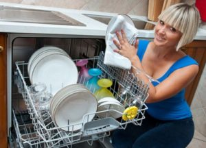 измиване на чинии в PMM