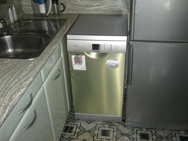 Мога ли да сложа съдомиялна машина до хладилника?