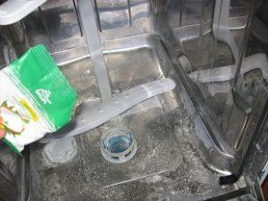 Hogyan tisztítsuk meg a mosogatógépet citromsavval