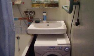 Пералня Kandy под мивката баня вляво