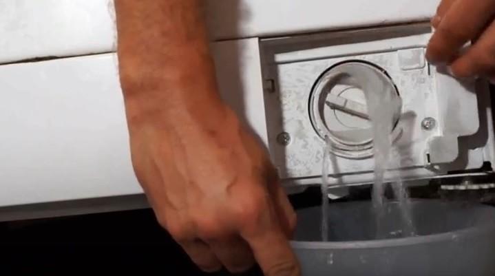 източете водата от пералнята Kandy