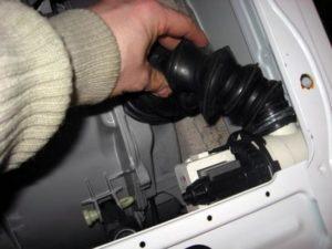 ống thoát nước của máy Electrolux bị tắc