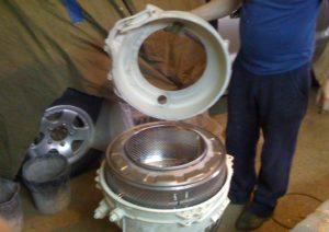 Az Indesit mosógép dobjának szétszerelése