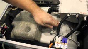 проверете амортисьорите, като натиснете отгоре на резервоара с барабан