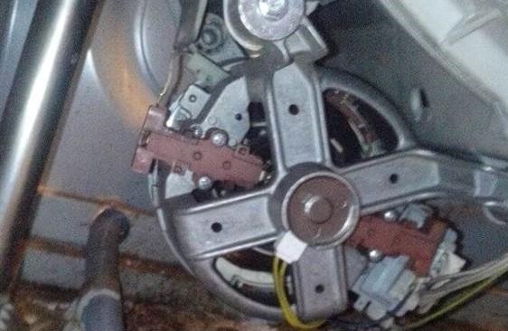 הסר את המנוע ממכונת הנס