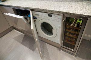 пералня в интериора на кухнята