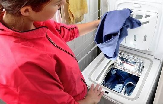 няма нужда да се навеждате, за да заредите пране