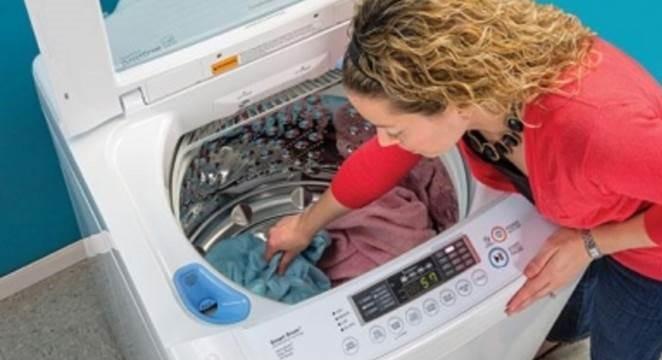 обикновено на перални машини с най-голямо зареждане, люкът е тесен, но има и изключения