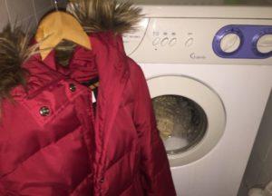 Bagaimana untuk mencuci jaket pada pemanis sintetik di mesin basuh
