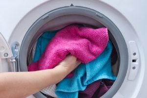 Bagaimana hendak membasuh tuala dalam mesin basuh supaya lembut?