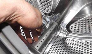завъртете барабана на пералната машина на ръка