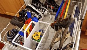 Как да миете маратонки в съдомиялната машина?