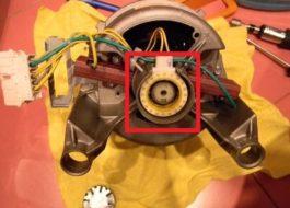 Memeriksa tachometer mesin basuh