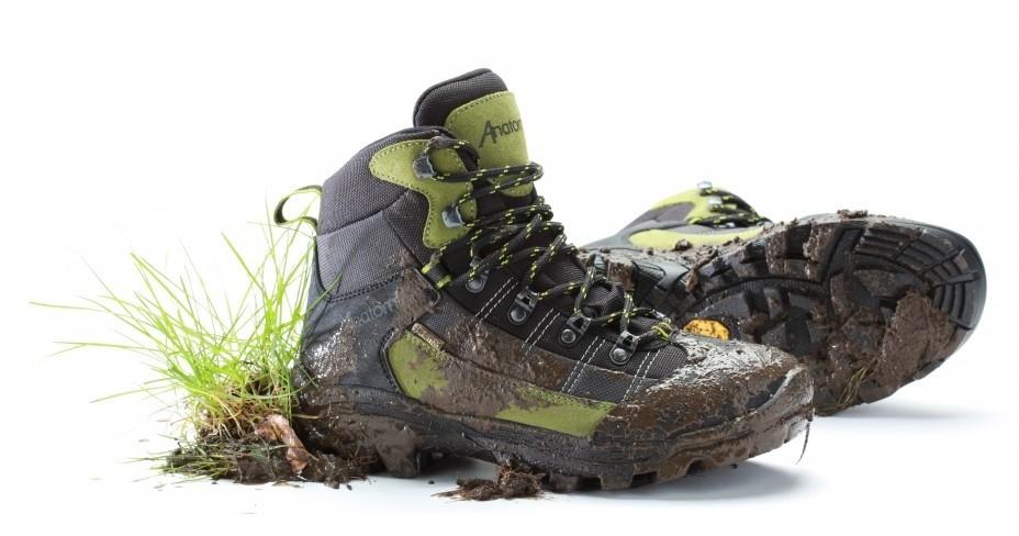 преди миене почистете обувките си от парчета мръсотия