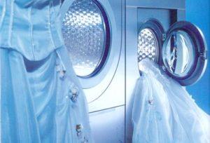 Bagaimana untuk mencuci pakaian perkahwinan di rumah di mesin basuh